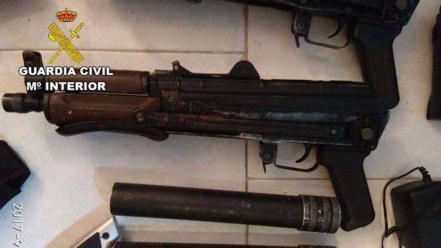 Intervenidas dos Kalashnikov AK 47 en Almería