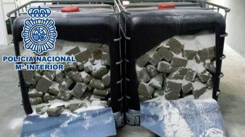 Detenidos en Málaga por ocultar 640 kilos de critical en arena