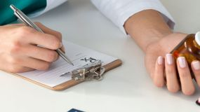 Los enfermeros quieren poder prescribir en mayo