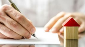 Los españoles no aprenden e insisten en comprarse viviendas a base de hipotecas