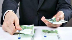 La administración paga once veces antes que las empresas