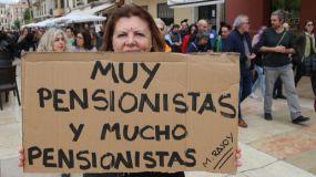 Miles de pensionistas salen en defensa de su dignidad