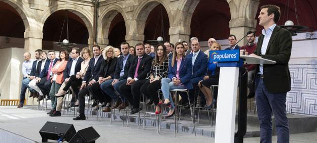 Casado obvia al resto de candidatos y reta a Sánchez a un cara a cara