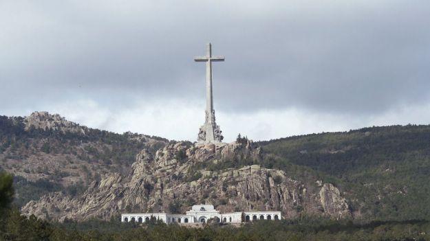 Sánchez exhumará los restos de Franco tras llegar a un acuerdo con la familia