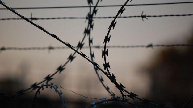 Conmoción en la prisión de Navalcarnero: arranca un trozo de oreja a un funcionario