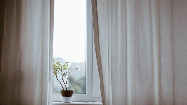 Todos los usos y ventajas de las cortinas para puertas