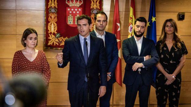 Rivera advierte que mientras Sánchez siga del lado de Torra no habrá diálogo