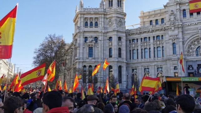 Concentraciones en toda España claman por la unidad nacional y la detención de Puigdemont y Torra