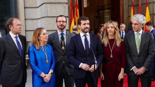 Casado pide que Sánchez critique las