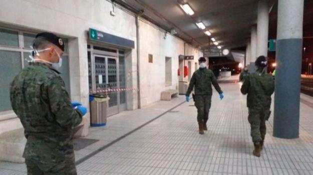 El Ejército de Tierra colabora en la lucha contra el coronavirus en Vigo y Badajoz