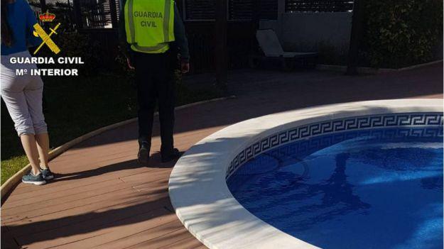 Varios jóvenes sorprendidos por la Guardia Civil haciendo una barbacoa en Alicante