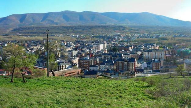 Detenido en León por rociar con gasolina y amenazar de muerte a una vecina