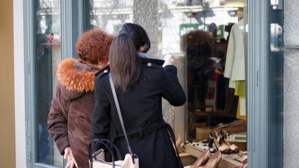 El gasto con tarjeta se desploma al ritmo del consumo pero aumenta el efectivo en circulación