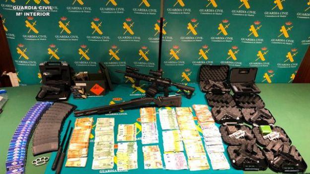 La Guardia Civil detiene a cinco personas por adquirir armas con documentos falsificados de las Fuerzas Armadas