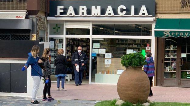 La farmacia madrileña distribuye más de 1,1 millones de mascarillas en diez horas