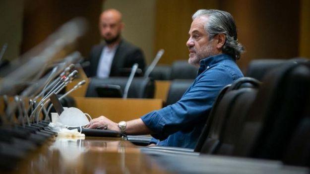 Marcos de Quinto fue 'en mangas de camisa' a la Comisión de Consumo porque Pablo Iglesias 'solía acudir' así a ver al Rey