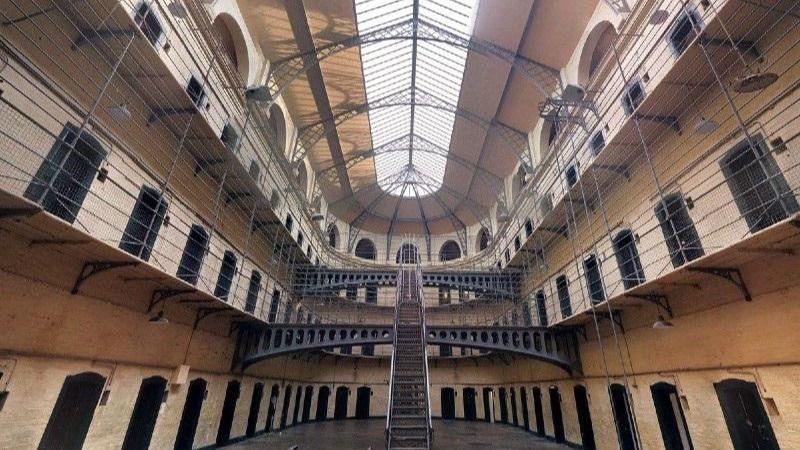 Los reclusos pueden desde hoy salir de permiso, hacer deporte e ir a centros de inserción social