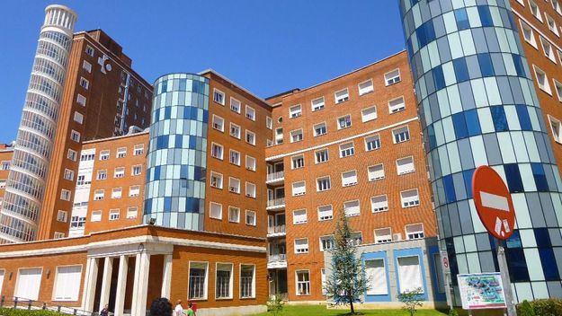 Cae un niño de 3 años desde una ventana de un tercer piso en Sestao (Bizkaia)