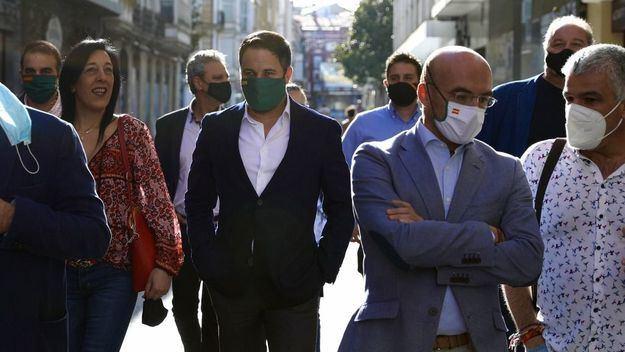 Abascal denuncia la presencia de Otegi en las instituciones vascas