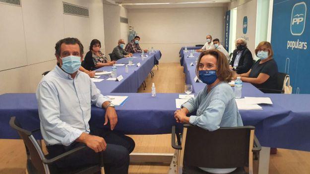 Cuca Gamarra clama contra la 'vuelta al cole' del Gobierno