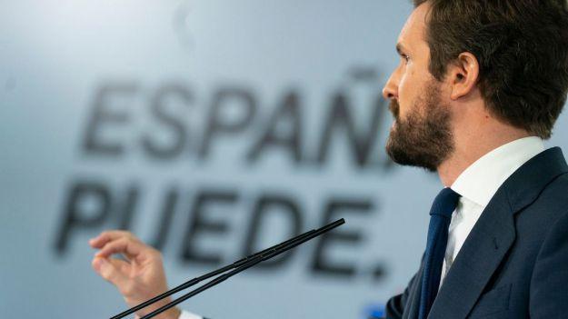 Casado pide a Sánchez 'humildad y democracia'