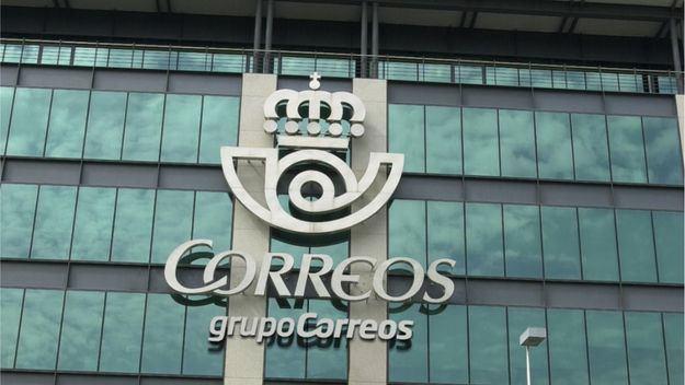 Correos y Banco Santander firman un acuerdo para ofrecer servicios financieros básicos en toda España