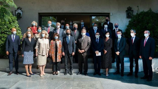 Casado se reúne con los 27 embajadores de la UE acreditados en España