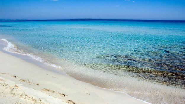 La privilegiada climatología de esta isla permite aún chapuzones postveraniegos