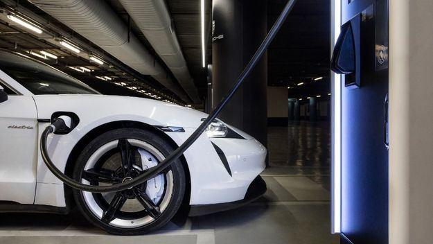 Porsche se pone las pilas en su intento por superar a Tesla en su propio mercado