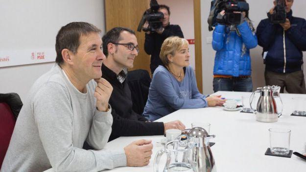 PP y Cs claman contra Bildu por ponerse en contacto con presos de ETA