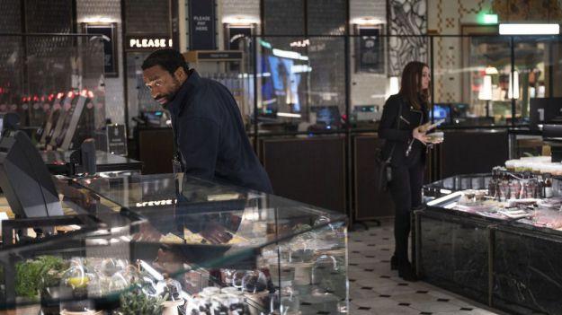 HBO estrena este viernes 'Confinados', con Anne Hathaway y Chiwetel Ejiofor
