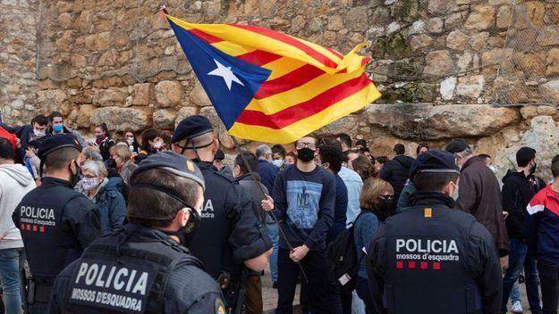 VOX se querella contra el consejero de Interior de Cataluña