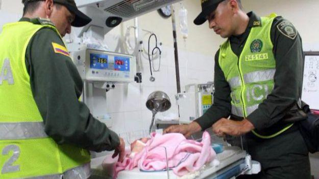 Rescata a un bebé que habían dejado en un contendor