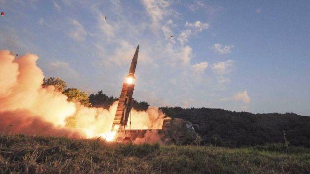 Corea del Norte lo vuelve a hacer: sobrevuela territorio japonés con un misil