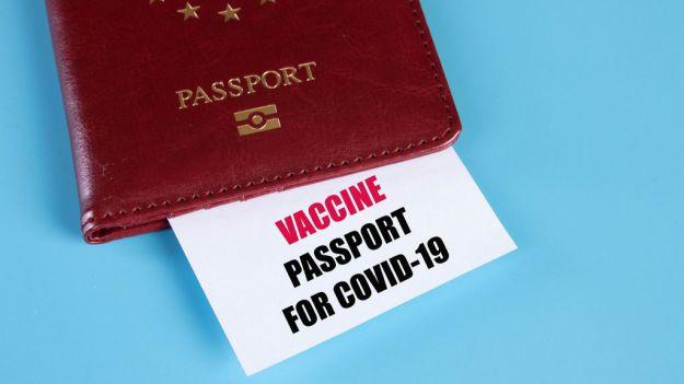 La Mesa del Turismo considera inaudito que Bruselas acepte un pasaporte de vacunación restringido