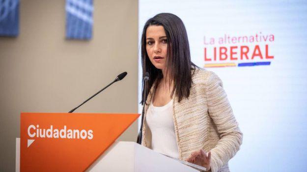 Arrimadas al Gobierno: '¿Quién indulta de sus sablazos a impuestos a las familias españolas?'