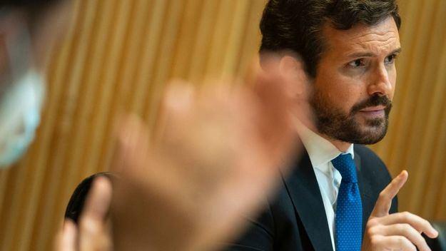 Casado considera que Sánchez presenta en el Liceo el desacato a la legalidad y el desfalco a la soberanía