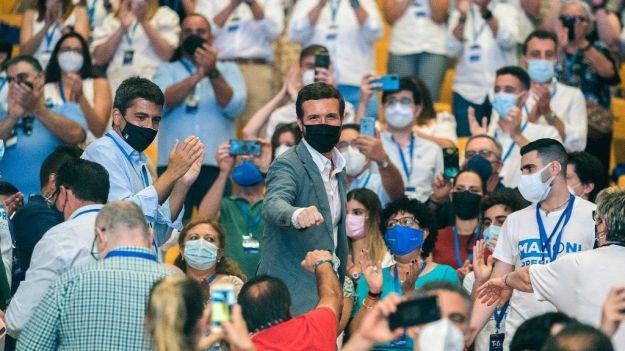 Casado pide 'no dejarse engañar' por un Gobierno con cinco ministros que reivindican a Cuba como paraíso democrático