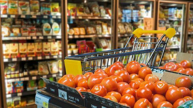 Comprar en uno u otro supermercado te puede suponer cientos de euros de ahorro al año