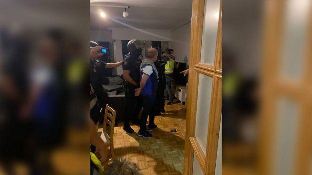 La Policía Nacional detiene a 'El Pollo' Carvajal en un piso blindado y cuchillo en mano
