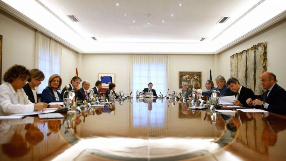 Rajoy da un golpe de efecto y activa las alarmas para aplicar el 155