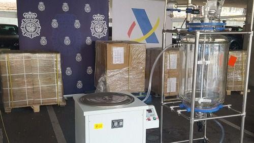 Interceptan 2.650 kilos de Glicidato de PMK procedentes de China y una máquina para elaborar drogas de síntesis a gran escala