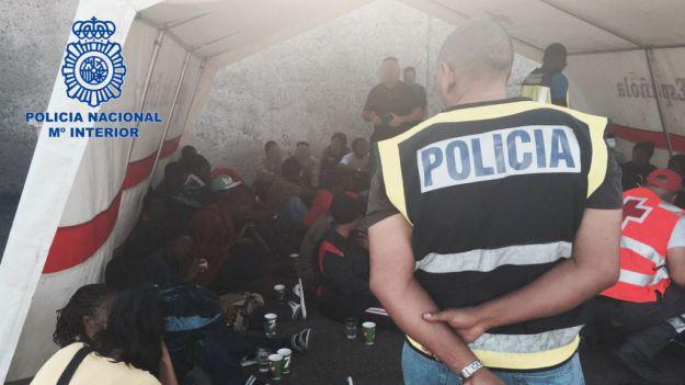 Cae una organización que traficó con centenares de ciudadanos subsaharianos en pateras con destino a Canarias
