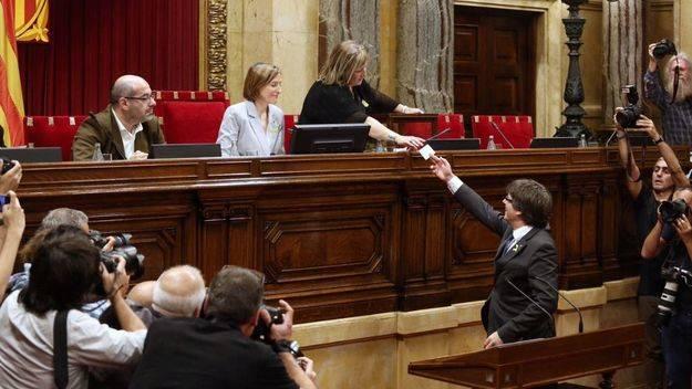 Habemus República catalana... y elecciones el 21 de diciembre