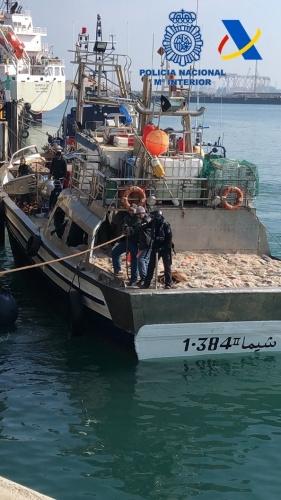 Interceptado un barco con cerca de 12 toneladas de hachís al suroeste de Cádiz