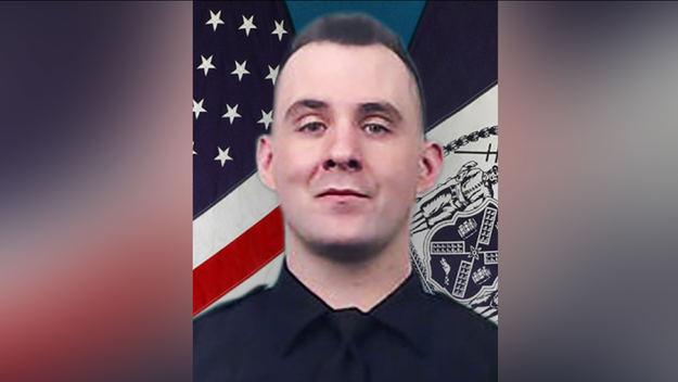 Un policía del Bronx asesinado con su propia arma