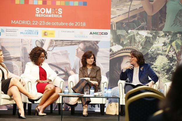 """Calvo: """"La incorporación de las mujeres a los ámbitos de poder es la gran revolución de nuestra democracia"""""""