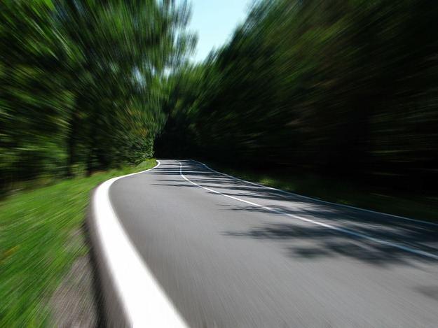 Identifican al conductor y copiloto de un vehículo tras grabarse conduciendo de forma temeraria