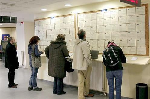 El paro registrado se reduce en enero en 190.767 personas respecto al mismo mes del año anterior